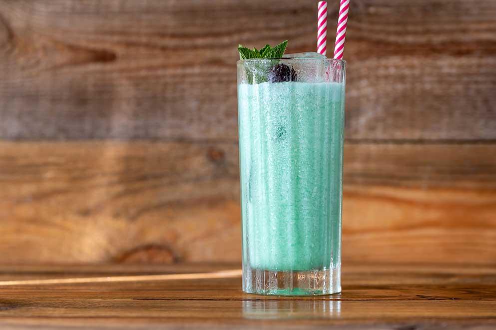Blue-Hawaii-cocktail-recipe